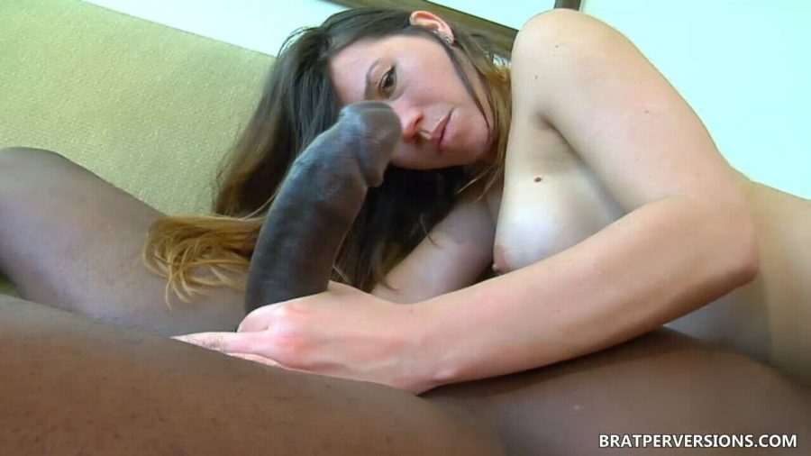 Hotwife sucking bbc